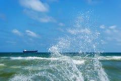 Σκάφος argo Ð ¡ και καταβρέχοντας κύματα Στοκ Φωτογραφίες