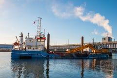 Σκάφος Camilla Hoej εκβάθυνσης και κατασκευής που προετοιμάζει τον υπόγειο για μια νέα γέφυρα Στοκ εικόνες με δικαίωμα ελεύθερης χρήσης