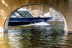 σκάφος luminosa κρουαζιέρας πλευρών Στοκ εικόνα με δικαίωμα ελεύθερης χρήσης