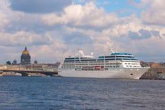 σκάφος ST της Πετρούπολης Ρωσία κρουαζιέρας στοκ εικόνες
