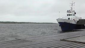 Σκάφος Vasily Kosyakov στην αποβάθρα Aista απόθεμα βίντεο