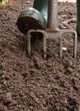 Σκάψιμο του κήπου στοκ εικόνα