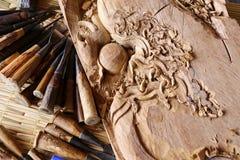 Σκάψτε την εργασία εργαλείων ξυλουργών ξύλινων σμιλών ξύλινη στοκ εικόνα