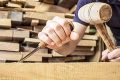 Σκάψτε την ξύλινη σμίλη στοκ φωτογραφία με δικαίωμα ελεύθερης χρήσης