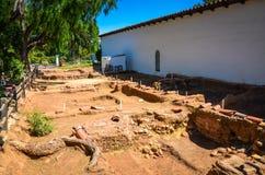 Σκάψτε την περιοχή - βασιλική Σαν Ντιέγκο de Alcalà ¡ αποστολής - Σαν Ντιέγκο, ασβέστιο Στοκ Εικόνες