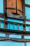 Σκάλα και παραθυρόφυλλα στοκ εικόνα