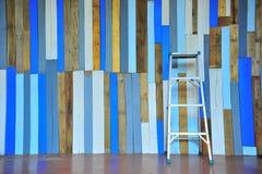 Σκάλα και woodwall Στοκ φωτογραφία με δικαίωμα ελεύθερης χρήσης