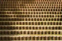 σκάλα που χτίζεται με τους τσιμεντένιους ογκόλιθους στοκ εικόνες
