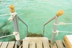 Σκάλα στη θάλασσα για την κολύμβηση Στοκ φωτογραφία με δικαίωμα ελεύθερης χρήσης