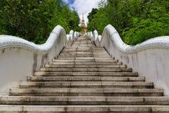 Σκάλα του ταϊλανδικού ναού Στοκ φωτογραφία με δικαίωμα ελεύθερης χρήσης