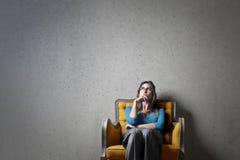 Σκέψη γυναικών στοκ φωτογραφία με δικαίωμα ελεύθερης χρήσης