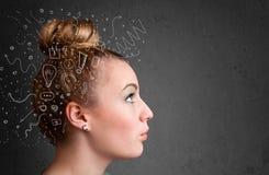Σκέψη νέων κοριτσιών Στοκ εικόνες με δικαίωμα ελεύθερης χρήσης