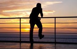 σκέψη σκιαγραφιών ατόμων Στοκ εικόνες με δικαίωμα ελεύθερης χρήσης