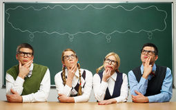 Σκέψη τεσσάρων nerds Στοκ φωτογραφία με δικαίωμα ελεύθερης χρήσης