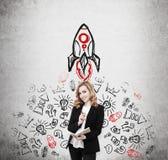 Σκίτσο πυραύλων συγκεκριμένος και redhead στοκ εικόνες με δικαίωμα ελεύθερης χρήσης