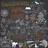 Σκίτσο των στοιχείων σχεδίου αποκριών με το punpkin, μάγισσα, μαύρη γάτα, φάντασμα, κρανίο, ρόπαλα, αράχνες με τον Ιστό Doodles π απεικόνιση αποθεμάτων