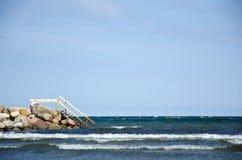 Σκαλοπάτια από τη γέφυρα λουτρών στο ύδωρ Στοκ φωτογραφίες με δικαίωμα ελεύθερης χρήσης