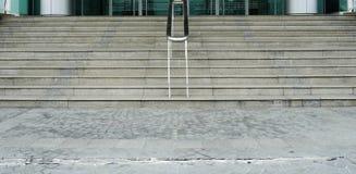 Σκαλοπάτια διάβασης πεζών υπαίθρια και απόθεμα φωτογραφιών υποβάθρου Στοκ Εικόνες