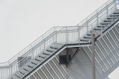 Σκαλοπάτια μετάλλων Στοκ φωτογραφίες με δικαίωμα ελεύθερης χρήσης