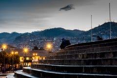 Σκαλοπάτια που οδηγούν στο κύριο τετράγωνο Cusco Plaza de Armas σε Cusco, Περού Στοκ Φωτογραφίες