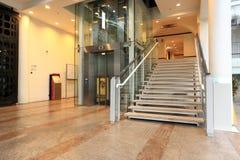 σκαλοπάτι ανελκυστήρων Στοκ φωτογραφία με δικαίωμα ελεύθερης χρήσης