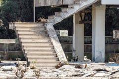 Σκαλοπάτι που καταστρέφεται από το παλαιό εργοστάσιο Εγκαταλειμμένο εργοστάσιο βιομηχανικό Στοκ Εικόνα