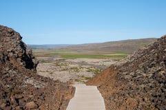 Σκαλοπάτι προς τον κρατήρα του βουνού Grabrok στη δυτική Ισλανδία Στοκ φωτογραφία με δικαίωμα ελεύθερης χρήσης