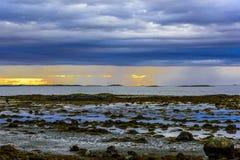 Σκανδιναβικό άσπρο Seascape νύχτας Στοκ Φωτογραφία