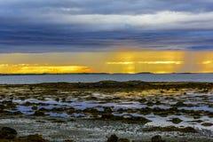 Σκανδιναβικό άσπρο Seascape νύχτας Στοκ εικόνα με δικαίωμα ελεύθερης χρήσης