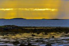 Σκανδιναβικό άσπρο Seascape νύχτας Στοκ Φωτογραφίες