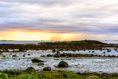 Σκανδιναβικό άσπρο Seascape νύχτας Στοκ φωτογραφία με δικαίωμα ελεύθερης χρήσης