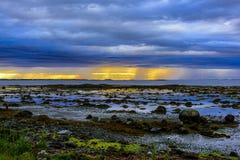 Σκανδιναβικό άσπρο Seascape νύχτας Στοκ Εικόνες