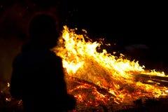 σκανδιναβικό συμβαλλόμενο μέρος θερινού ηλιοστάσιου φωτιών Στοκ Φωτογραφία
