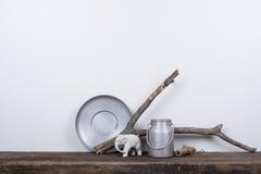 Σκανδιναβικό εγχώριο ντεκόρ ύφους με το φυσικό ξύλο στοκ φωτογραφία