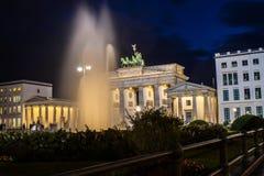Σκαπάνη Brandenburger τη νύχτα Στοκ Φωτογραφία