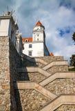 Σκαλοπάτια και πύλη στο κάστρο της Μπρατισλάβα Στοκ Εικόνα