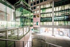 Σκαλοπάτια και σύγχρονη αρχιτεκτονική τη νύχτα στο Δαβίδ Pecaut Square, Στοκ εικόνα με δικαίωμα ελεύθερης χρήσης