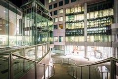 Σκαλοπάτια και σύγχρονη αρχιτεκτονική τη νύχτα στο Δαβίδ Pecaut Square, Στοκ φωτογραφία με δικαίωμα ελεύθερης χρήσης