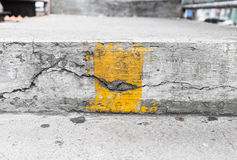 Σκαλοπάτια με την κίτρινη γραμμή Στοκ Φωτογραφία