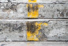 Σκαλοπάτια με την κίτρινη γραμμή Στοκ Φωτογραφίες