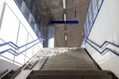 Σκαλοπάτια με τις κεκλιμένες ράμπες Στοκ φωτογραφία με δικαίωμα ελεύθερης χρήσης