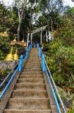 Σκαλοπάτια που τοποθετούν σε ένα βουδιστικό μοναστήρι Στοκ εικόνα με δικαίωμα ελεύθερης χρήσης