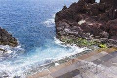 Σκαλοπάτια στον ωκεανό θάλασσας, εξερεύνηση που ανακαλύπτει παίρνοντας την έννοια κινδύνου Στοκ Εικόνα