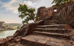 Σκαλοπάτια στους ναούς σπηλιών Badami της ηλικίας Chalukya Στοκ φωτογραφία με δικαίωμα ελεύθερης χρήσης