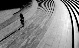 Σκαλοπάτια στο αστικό plaza Στοκ εικόνες με δικαίωμα ελεύθερης χρήσης