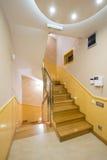 Σκαλοπάτια στο διαμέρισμα πολυτέλειας Στοκ φωτογραφία με δικαίωμα ελεύθερης χρήσης