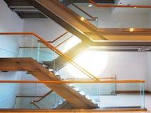 Σκαλοπάτια στο κτήριο, σύγχρονο ύφος Στοκ Φωτογραφίες