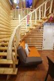 Σκαλοπάτια στο ξύλινο σπίτι Στοκ φωτογραφία με δικαίωμα ελεύθερης χρήσης