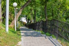 Σκαλοπάτια στο πάρκο που οδηγεί κάτω Στοκ Φωτογραφίες