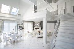 Σκαλοπάτια στο πάτωμα Στοκ Φωτογραφία